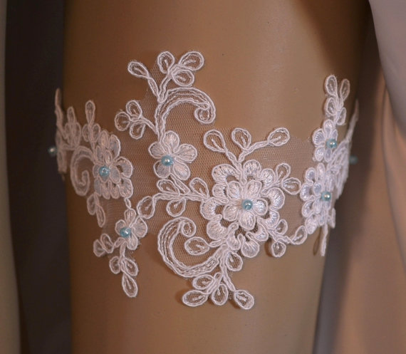 زفاف - Lace Wedding Garter, Something Blue Wedding Garter, Elegant Unique Single Toss Garter, Ivory Lace Bridal Garter With Blue Pearls