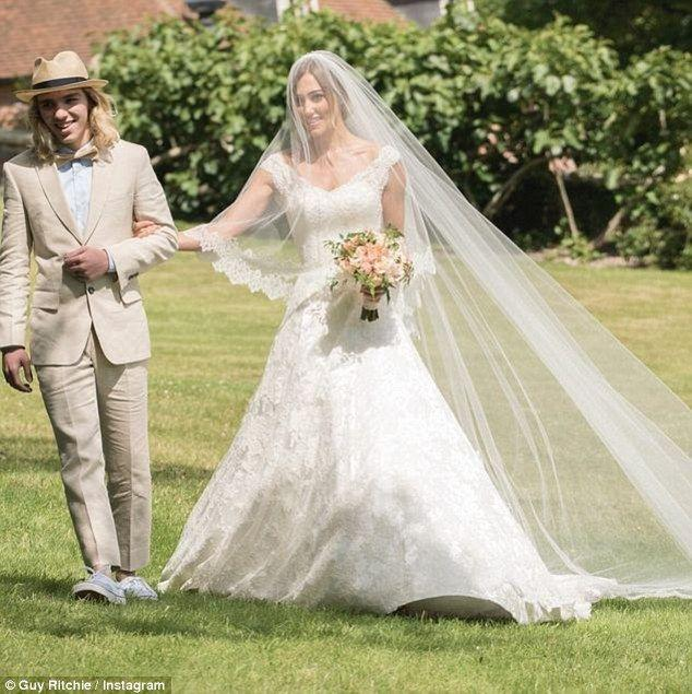 Hochzeit - Newlyweds Guy Ritchie And Jacqui Ainsley Share Photos From Nuptials