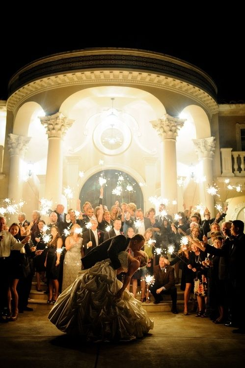 Hochzeit - The 10 Best Wedding Photos With Fireworks And Sparklers, Perfect For July 4th