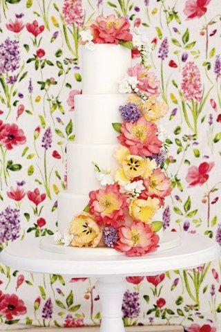 زفاف - Flower Or Wedding Cake Pictures (BridesMagazine.co.uk)