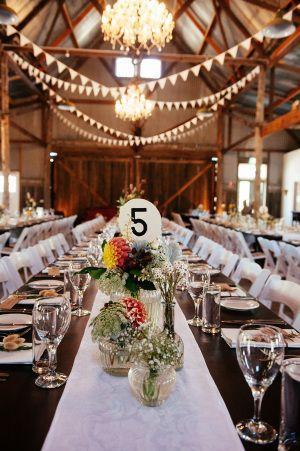 Hochzeit - Laid Back, Rustic Barn Wedding