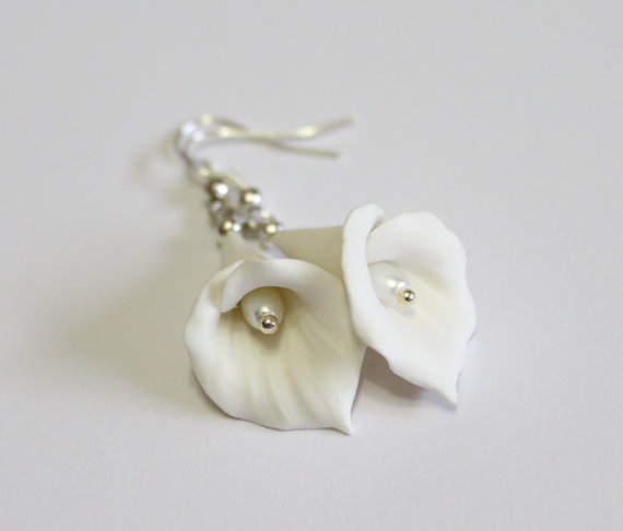 زفاف - White Calla Lilies dangle earrings - floral long drop earrings, White Calla Lilies, Wedding Earrings, Calla Lilies Bridesmaid Earrings