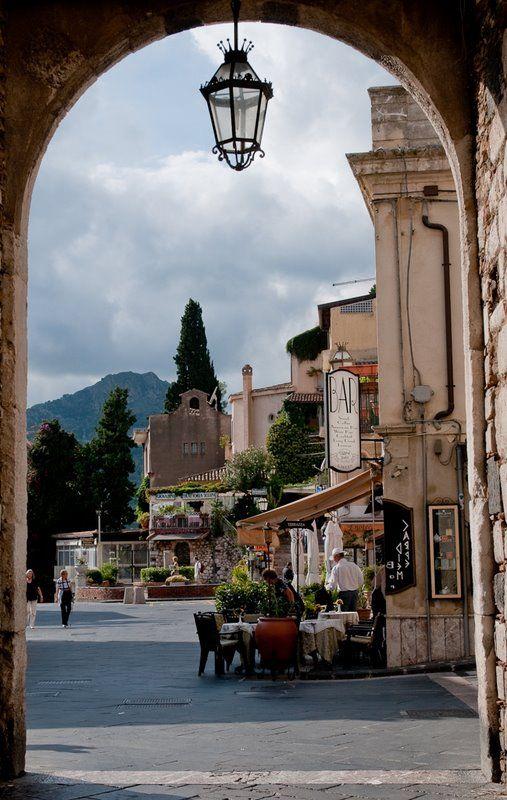 Hochzeit - Friday Photo: Downtown Taormina