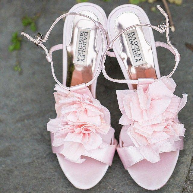 "Hochzeit - Kelsey Combe Photography On Instagram: ""Strut Your Stuff In These Gorgeous Blush Badgley Mischka Shoes. Xoxo @weddingchicks     """