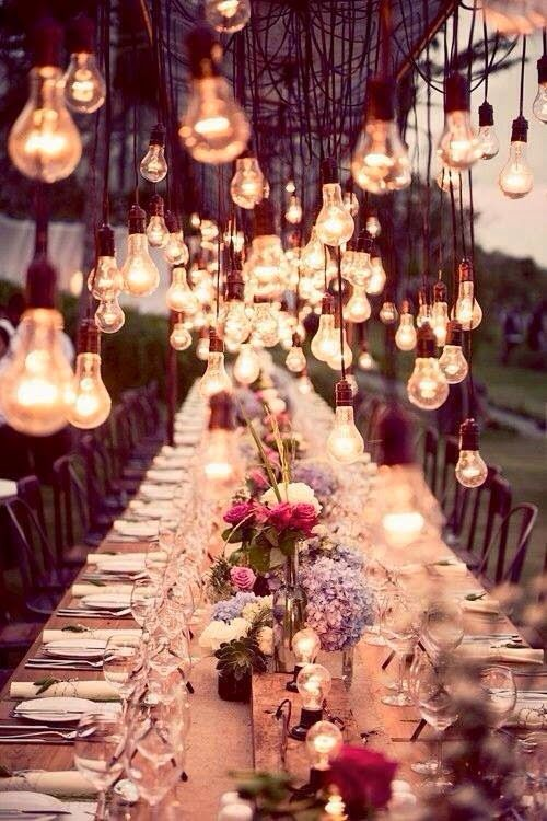 Mariage - 13 Photos That Prove You Need Hanging Centrepieces At Your Event