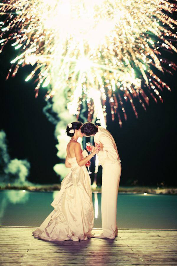 Hochzeit - Weddings Make A Bang With Fireworks