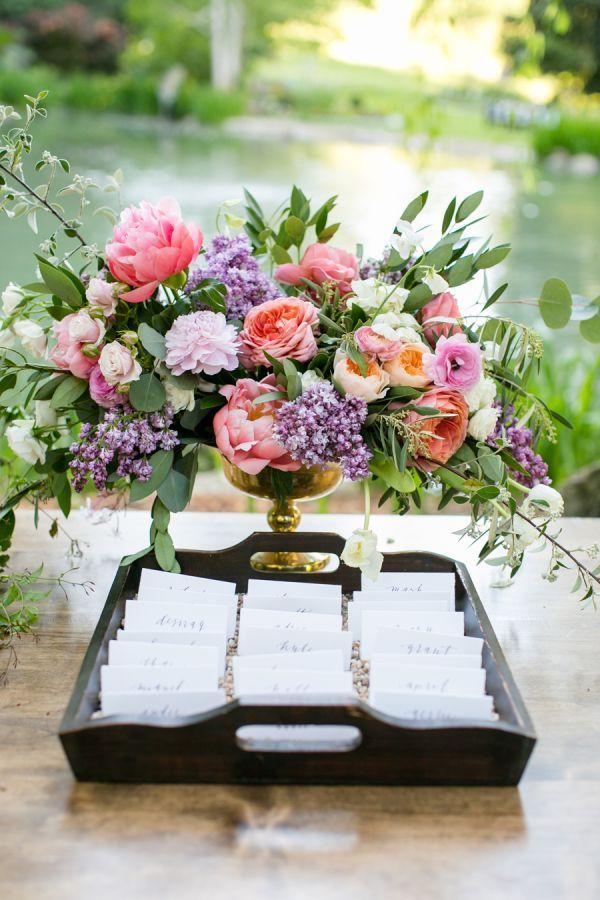 Hochzeit - Escort Cards In Tray