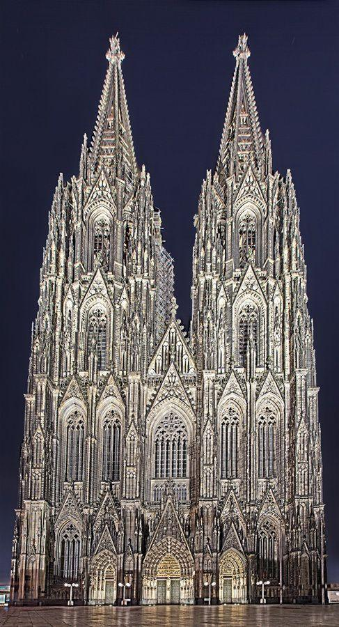 Wedding - Cologne Cathedral, Germany.