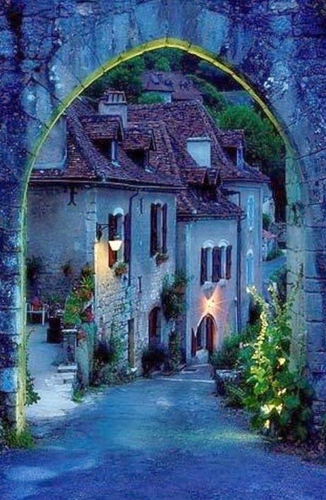 Mariage - Saint Cirq Lapopie, France.