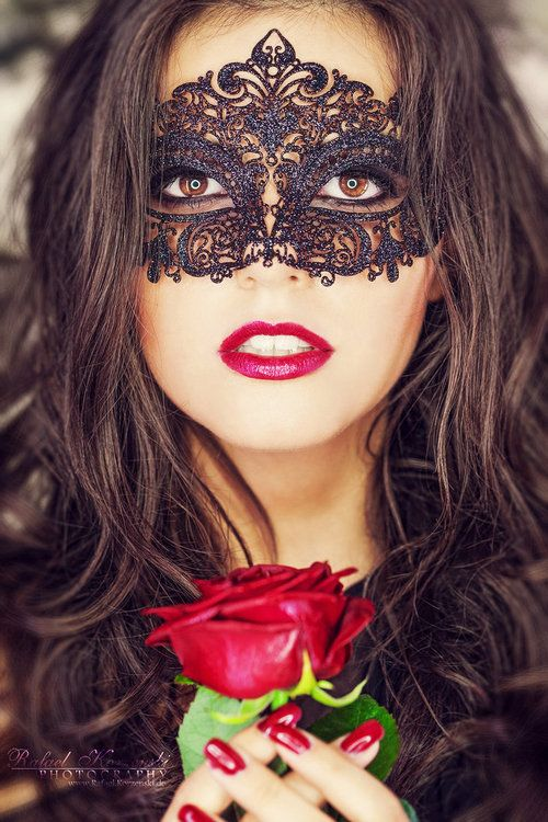 Mariage - Classic Black Metal Laced Metallic Masquerade Mask