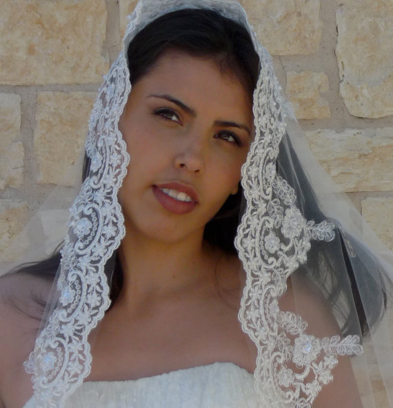 Mariage - Cathedral Veil, Mantilla - Beaded Lace  with SILVER or Gold thread on the embroidered edge, Spanish wedding veil, Bridal Catholic lace veil