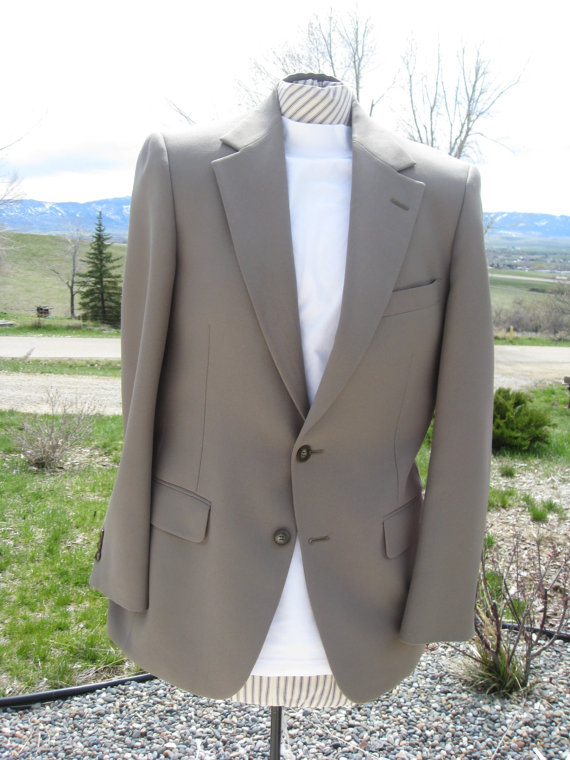Свадьба - 1970s Slim Cut Polyester Khaki Green  Johnny Carson Suit Coat  Size Small (36-38)