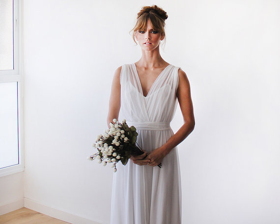 Mariage - Chiffon sheer maxi ivory gown, Bridal dress with short sleeves , Curvy figure wedding dress