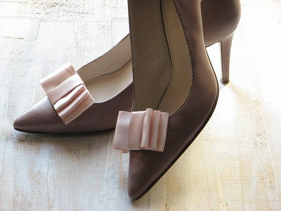 Hochzeit - Blush shoe clips Blush wedding Blush wedding shoes Pale pink shoes Bridesmaids shoes clips Blush bridal shoes Blush bridesmaids shoe clips