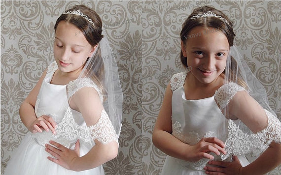 Свадьба - Communion veil in single layer with beaded lace edge, Confirmation lace veil, Flower girl wedding lace veil,  Children's bridal veil