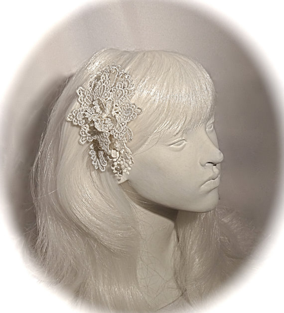 Свадьба - Lace Bridal Hairpiece Victorian Winter Weddings White Lace Hair Comb