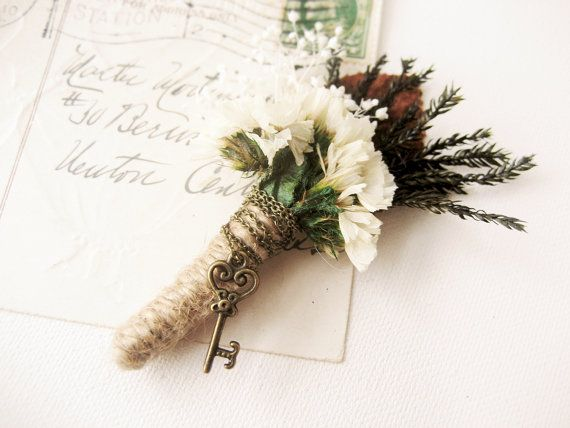 Mariage - Woodland Wedding Boutonniere, Lapel Pin, Groom, Groomsmen, Buttonhole, Natural - FOREST SECRETS