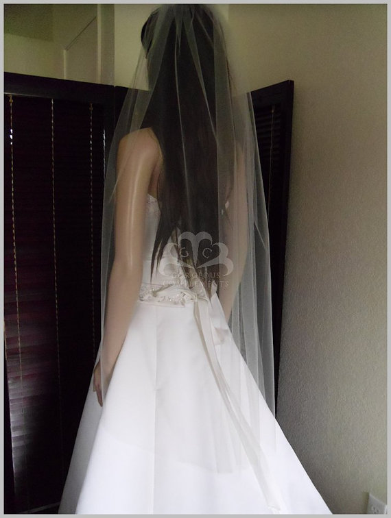 Mariage - Sheer Wedding Veil Hip Lenght Cut Edge  CE36X50