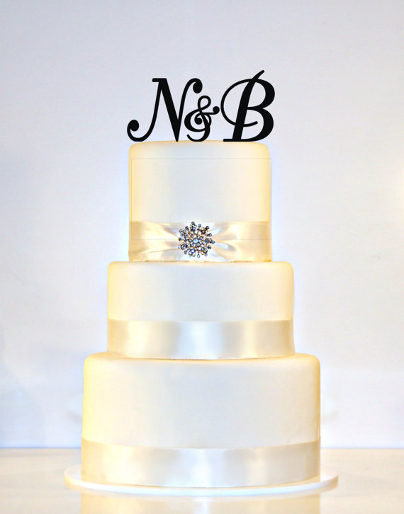Mariage - Custom -  2 Initials and Ampersand Monogram Acrylic Cake Topper in Any Letters A B C D E F G H I J K L M N O P Q R S T U V W X Y Z