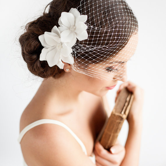 """Mariage - Birdcage Veil with Flowers 9"""" - Bandeau Birdcage Veil - Wedding Mini Veil - Magnolia Flower - Wedding Hair Accessories"""