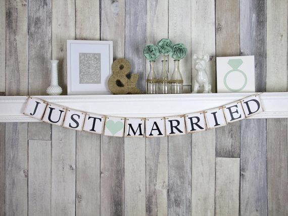 Свадьба - Just Married Banner - Wedding Decoration - Wedding Car Sign - Mint