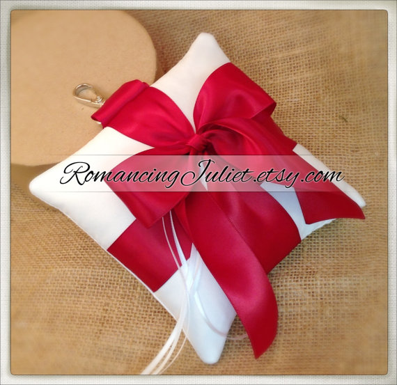 Mariage - Pet Ring Bearer Pillow...Made in your custom wedding colors...shown in White/Scarlett Red