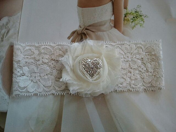 Свадьба - Wedding Toss Garter - Ivory Flower with Heart Crystal Rhinestone on a stretch ivory Lace - Style TG123