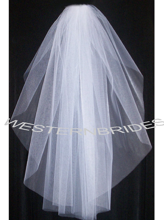 Mariage - Brand New  1 tier Classic style veil . Elbow lenght with silver comb ready to wear