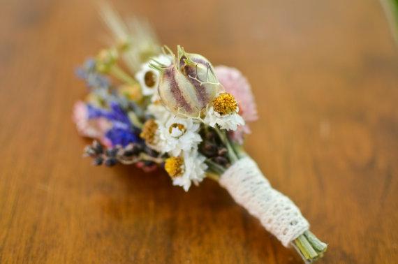 Hochzeit - Spring wildflower boutonniere, spring boutonniere, lavender boutonniere,  spring wedding, summer wedding, summer bouutonniere, wildflowers
