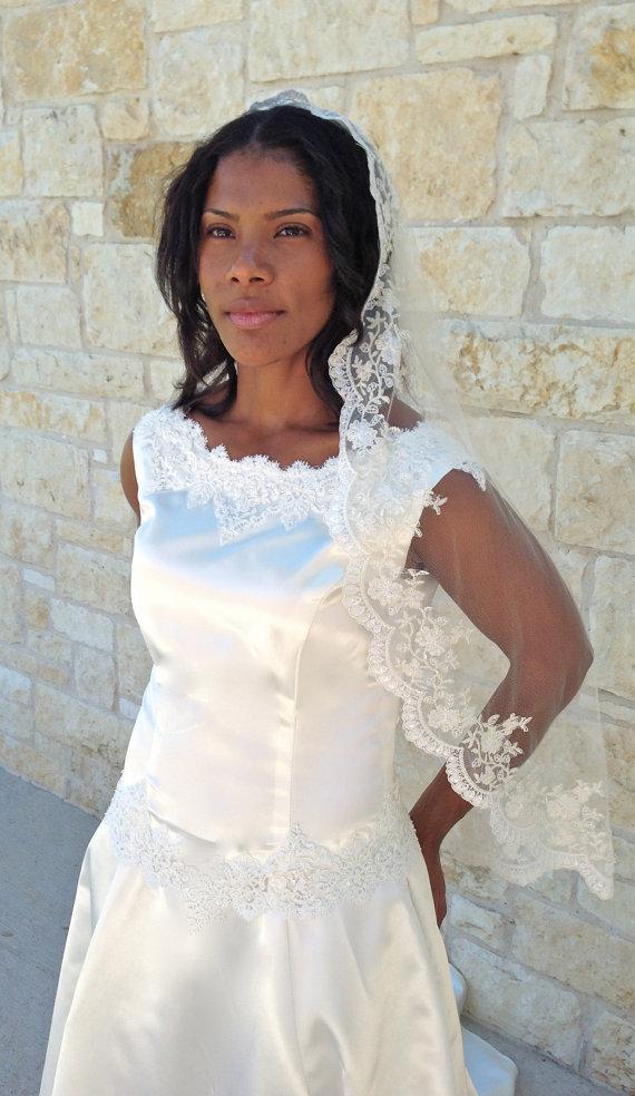 Свадьба - Wedding Veil, Bridal veil,  Mantilla, Single layer, with Beaded Lace, Hip length, Spanish veil,  French Style