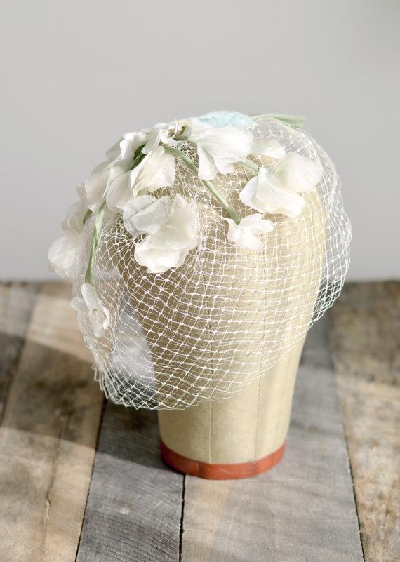 Mariage - Vintage birdcage veil, Flower veil, Ivory headpiece, 1940s veil, vintage wedding headpiece, garden wedding, wedding hair accesories