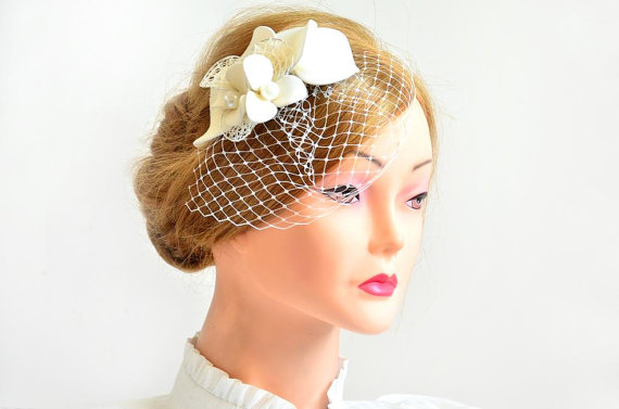 Mariage - Birdcage veil headpiece Bridal veil fascinator Simple fascinator with veil Bridal headpiece Head piece  White fascinator Flower headpiece