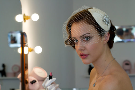 6131432006bec Vintage style Bridal Headdress with detachable Birdcage veil in pleated  silk. White