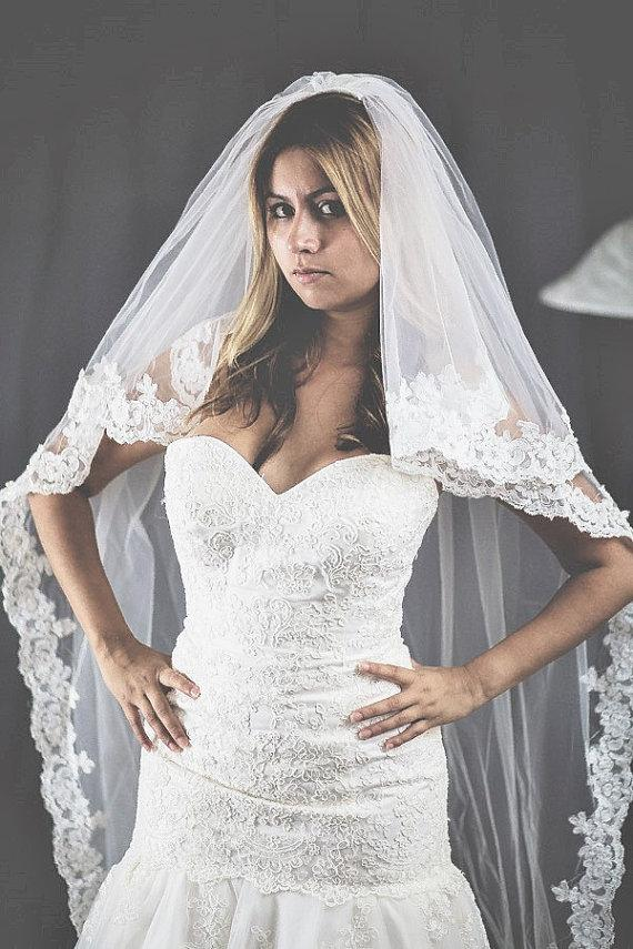 Свадьба - Beautiful high quality bridal veil. Cathedral lenght lace veil around edge