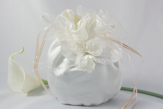 Mariage - Flower Girl Satin Purse in Ivory with Flowers - First Communion Purse - Small Satin and Pearl Handbag - Ivory Flower Clutch Flower Girl Gift