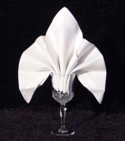 Mariage - Dinner Napkin Origami: Fleur De Lys Napkin Fold