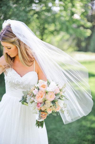 Mariage - Fingertip length Wedding Bridal Veil white, ivory, Wedding veil bridal Veil Fingertip length veil bridal veil cut edge veil