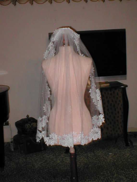 Mariage - SHORT  Lace Mantilla Bridal Veil