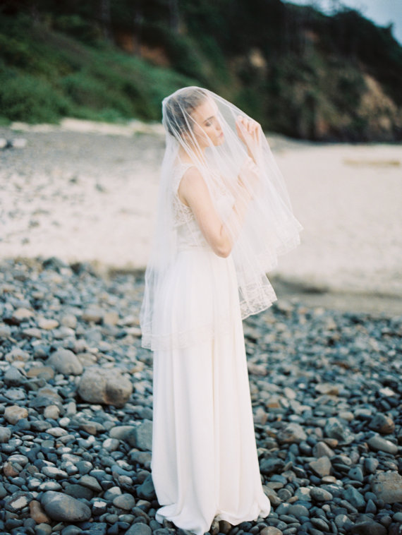 Mariage - Wedding Veil, Silk Tulle Drop Veil with Vintage Silk Lace, Bridal Veil, Circle Veil, Fingertip- MADE TO ORDER – Style 1614