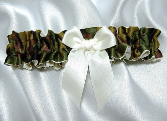 Mariage - Camouflage Toss Garter - Wedding Garter - SINGLE - Available in White or Ivory