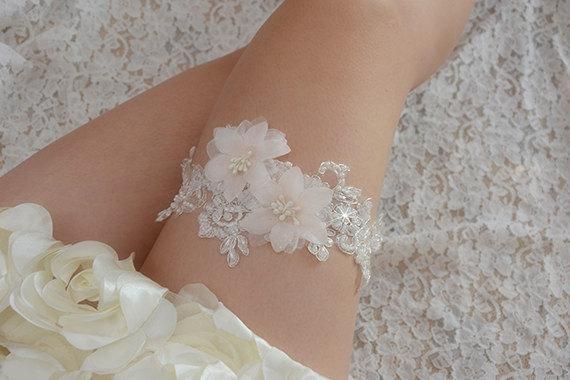 Mariage - bridal garter, wedding garter, bride garter ,off-white  lace garter,,  beaded floral garter,light pink flower garter