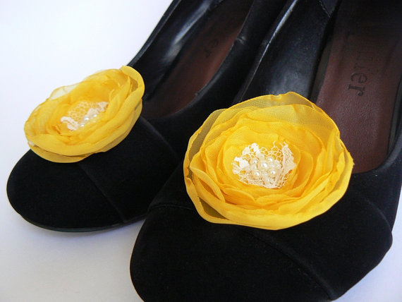 Hochzeit - Freesia yellow wedding shoe clips (set of 2), bridal shoe clips, wedding shoe clips, yellow shoe clips, freesia wedding