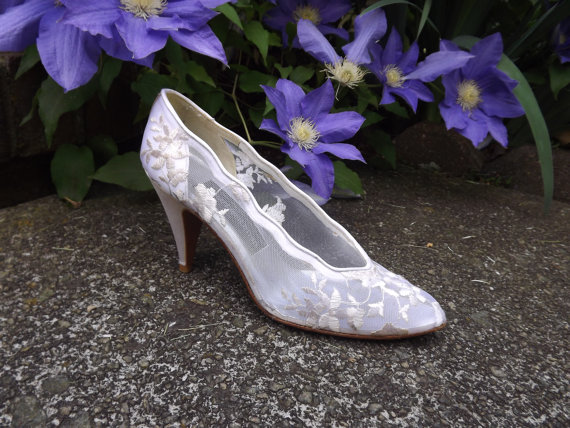 Mariage - Lace Wedding Shoes, High Heel Bridal Shoes, Floral White Ivory Cream Shoes, Designer Stuart Weitzman Womens Size 6 1/2 6.5 AAAA Narrow US