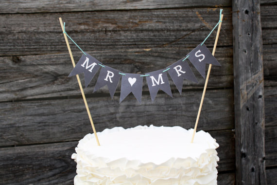 Mariage - MR <3 MRS, chalkboard cake banner, mini Wedding or shower bunting flag banner.
