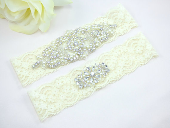 Свадьба - Ivory Wedding Garter, Rhinestone Bridal Garter, Pearl and Crystal Garter Set, Lace Wedding Garter, Keepsake Garter, Toss Garter, Garters
