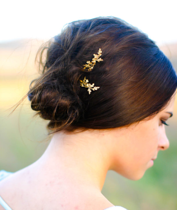 Mariage - Dainty Gold Oak Branch with Leaves & Acorns Oak Twig Hair Pin Leaf Bobby Pin Woodland Brass