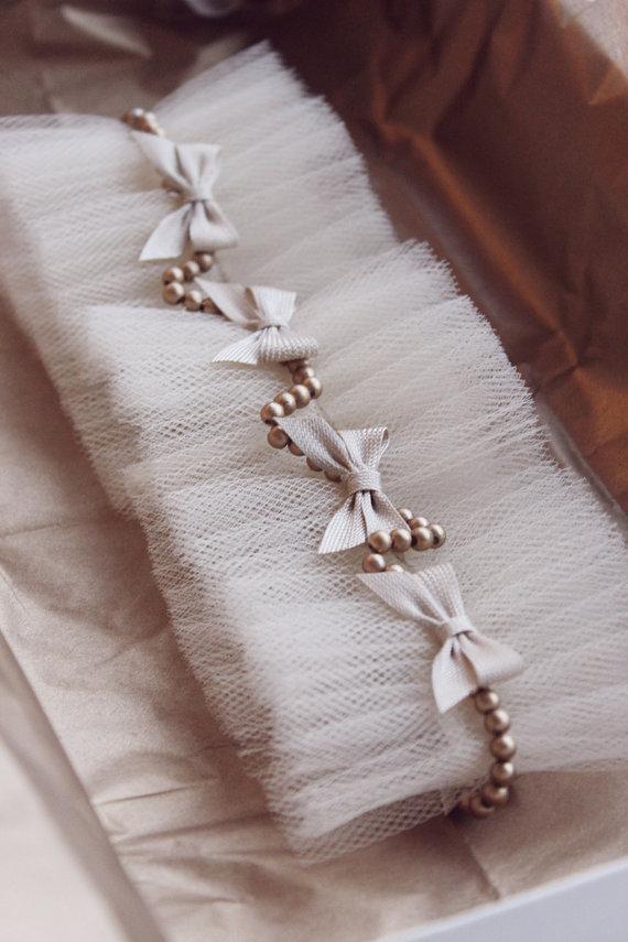 "Свадьба - Vintage garter ""Ribbons"", Vintage Wedding Garter,  Ivory Lace Garter Set, garter wedding, vintage, perls"
