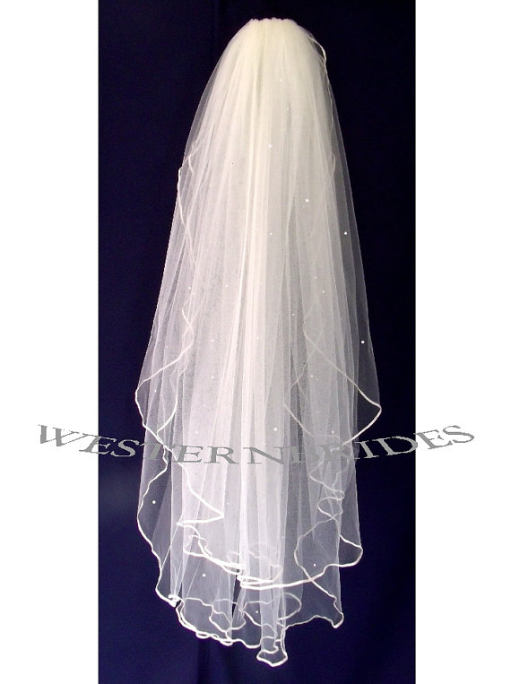 Hochzeit - IVORY CLASSIC 2 tier Elegant Wedding Bridal veil. White or Ivory , your choice. Fingertip  with silver comb ready to wear