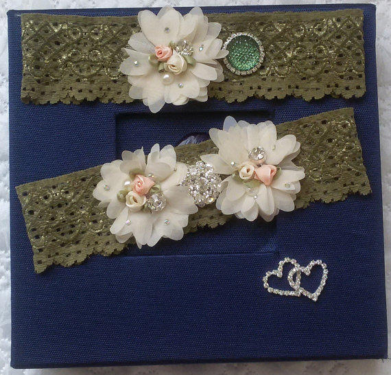 Свадьба - Wedding leg garter, Wedding Garters, Bridal accessoary, Oil green wedding garter, Chiffon Flower Rhinestone Lace Garters