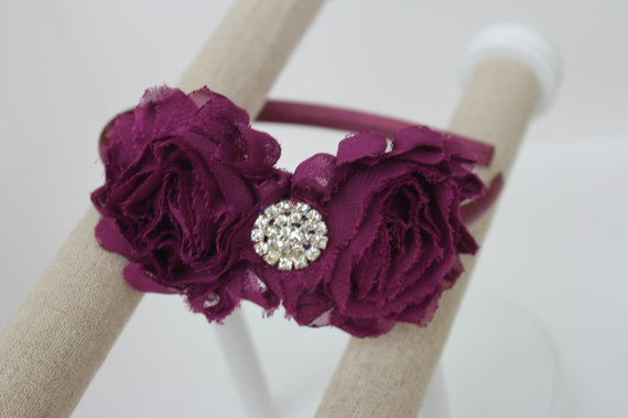 Свадьба - plum headbands plum flower girl headband plum wedding headband toddler headband plum flower girls outfit plum girls headband plastic
